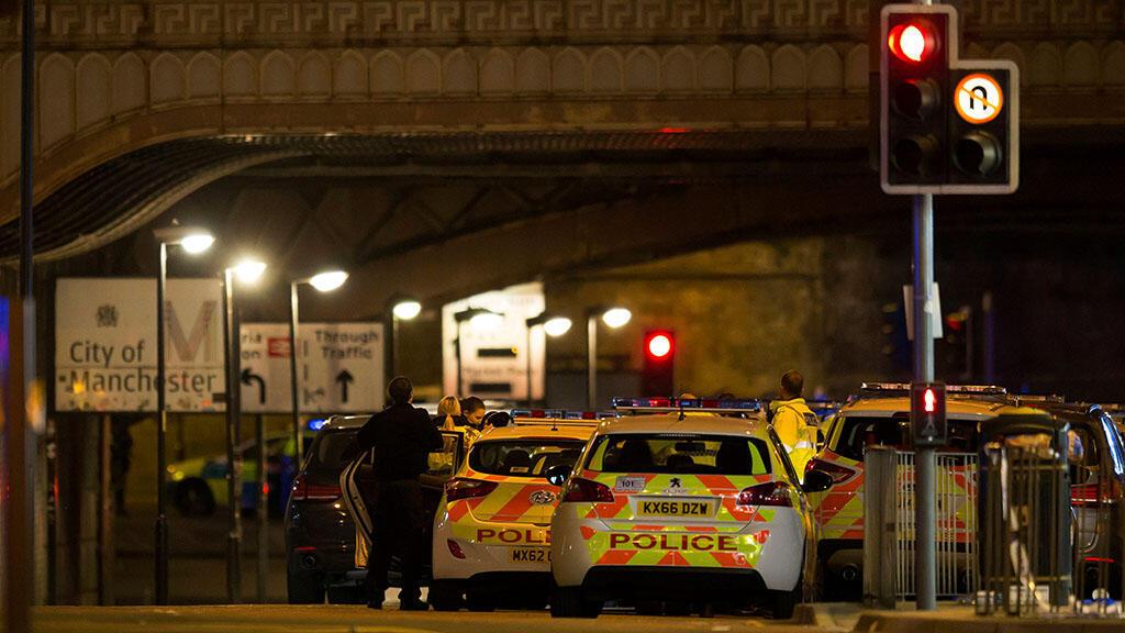 قوات الشرطة البريطانية خارج مانشستر ارينا