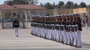 استعراض عسكري لوحدات المارينز