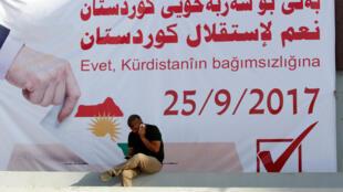 لافتة تدعو لإستقلال كردستان