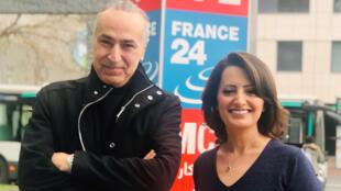إيمان الحمود مع الكاتب والروائي السعودي هاني نقشبندي أمام مدخل مونت كالو الدولية بباريس