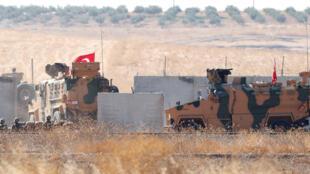 الجيش التركي يعبر إلى سوريا، بالقرب من مدينة أكاكالي التركية