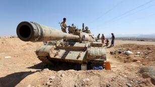موالون للحكومة في خط المواجهة مع الحوثيين في  مأرب شمال اليمن 8 نوفمبر 2015