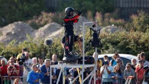 الفرنسي فرانكي زاباتا أثناء استعداده لعبور البحر المانش