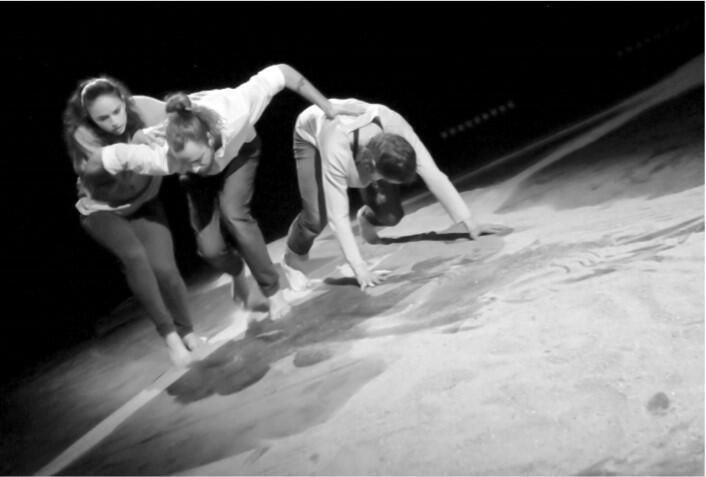 """صورة من العرض الراقص """"هابيتوس"""""""