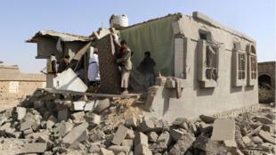 دمار في مبنى جراء القصف، صعدة، اليمن (10-05-2018)