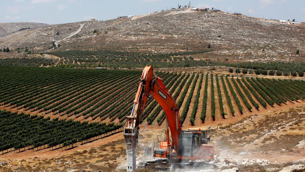 آليات ثقيلة تبدأ الأعمال لبناء مستوطنة جديدة في الضفة الغربية -فلسطين