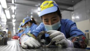في مصنع ألومنيوم بمدينة بينزهو الصينية