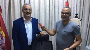 سمير الشفي أمين عام الاتحاد العام التونسي للشغل رفقة الصحفي بإذاعة مونت كارلو الدولية هادي بوبطان