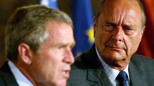جاك شيراك وجورج بوش في قصر الإليزيه عام 2002