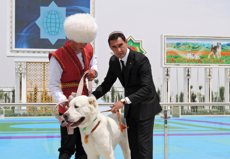 2021-04-25T150555Z_367400715_RC233N9A7I51_RTRMADP_3_TURKMENISTAN-CULTURE
