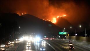 الحرائق غرب مدينة لوس أنجلس بكاليفورنيا يوم 28 أكتوبر 2019