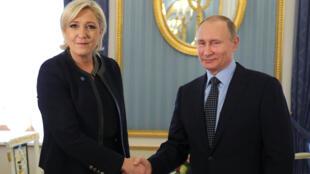 مارين لوبين في ضيافة بوتين
