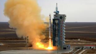 إطلاق صاروخ لونج مارش 4 سي الصيني