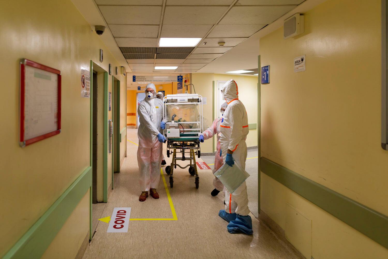 إدخال مصاب بكورونا للمستشفى