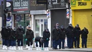 شرطة لندن في مكان حادثة الطعن يوم الأحد 2 فبراير 2020