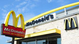 سلسلة الوجبات السريعة ماكدونالد