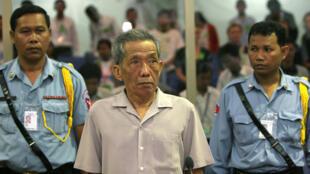 """""""دوتش"""" خلال محاكمته في العاصمة الكمبودية بنوم بنه"""