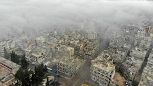 صورة جوية لبلدة أريحا في محافظة إدلب بعد غارة جوية شنتها قوات النظام السوري يوم 5 فبراير/ شباط 2020