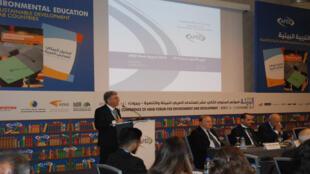 نجيب صعب أمين عام المنتدى العربي للبيئة والتنمية خلال إحدى جلسات المؤتمر حول التربية البيئية في البلدان العربية