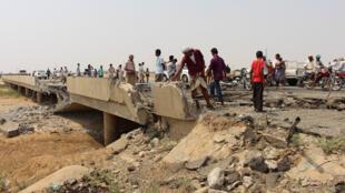آثار الدمار الذي خلفته غارات التحالف،مدينة حرد، شمال غربي اليمن (3-09-2017)