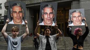 محتجون أمام المحكمة الفيدرالية بنيويورك