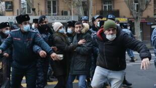 2020-12-08T122024Z_1446222368_RC20JK9CSIG6_RTRMADP_3_ARMENIA-POLITICS