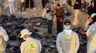Des-Kurdes-de-raqi-pleurent-_-victimes--_tuées-_sous-le-règne_-l'ex-dictateur_-Saddam-Hussein_afp