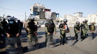 عناصر من الأمن العراقي في ميدان التحرير