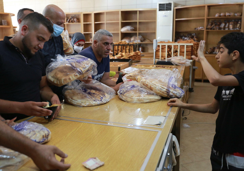 bread_LEBANON-CRISIS-FUEL