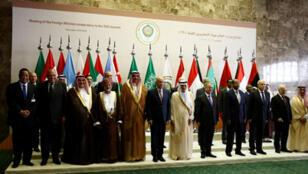 / صورة جماعية لوزراء الخارجية  العرب تحضيرا للقمة