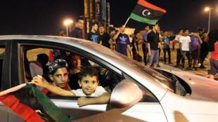 الاحتفالات في بنغازي بعد دخول قوات المشير خليفة حفتر المدينة واسترجاعها من المتشددين الإسلاميين