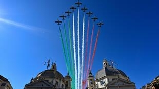 italian_acrobatic_air_force_holiday