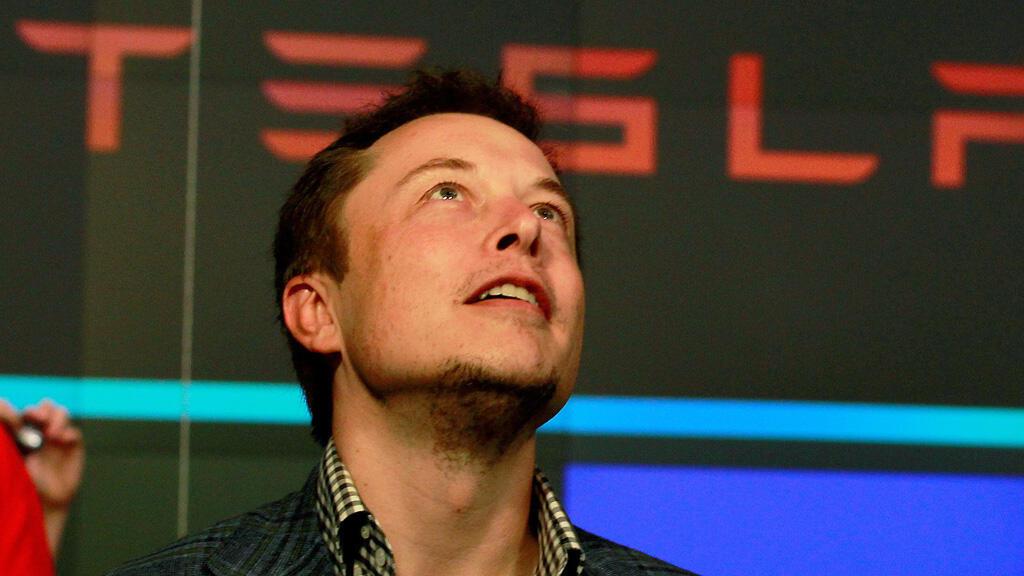 """إيلون ماسك المدير التنفيذي لشركة """"تيسلا"""" لصناعة السيارات"""