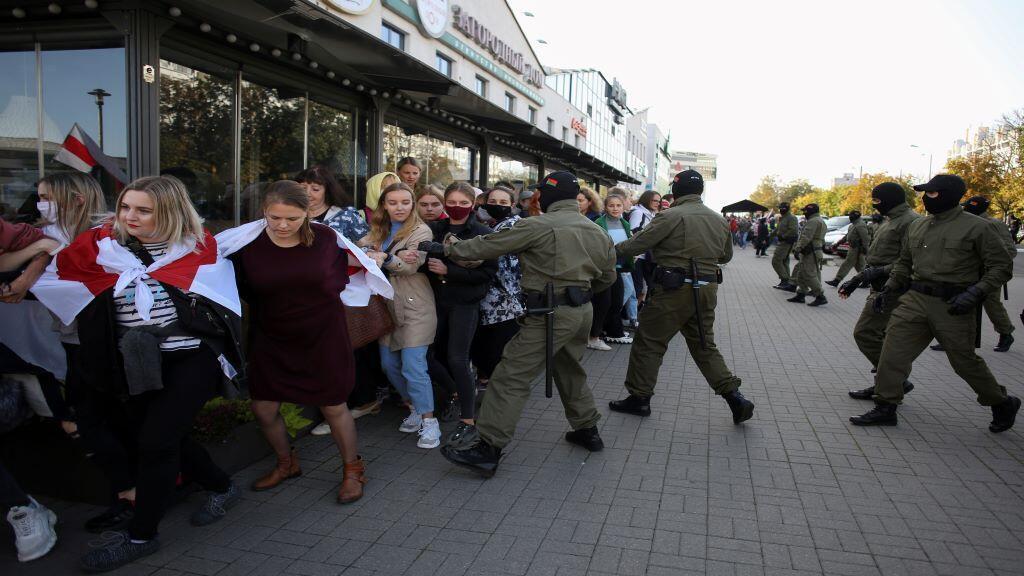 2020-09-19T154807Z_698828098_RC2R1J9YSP3G_RTRMADP_3_BELARUS-ELECTION-PROTESTS