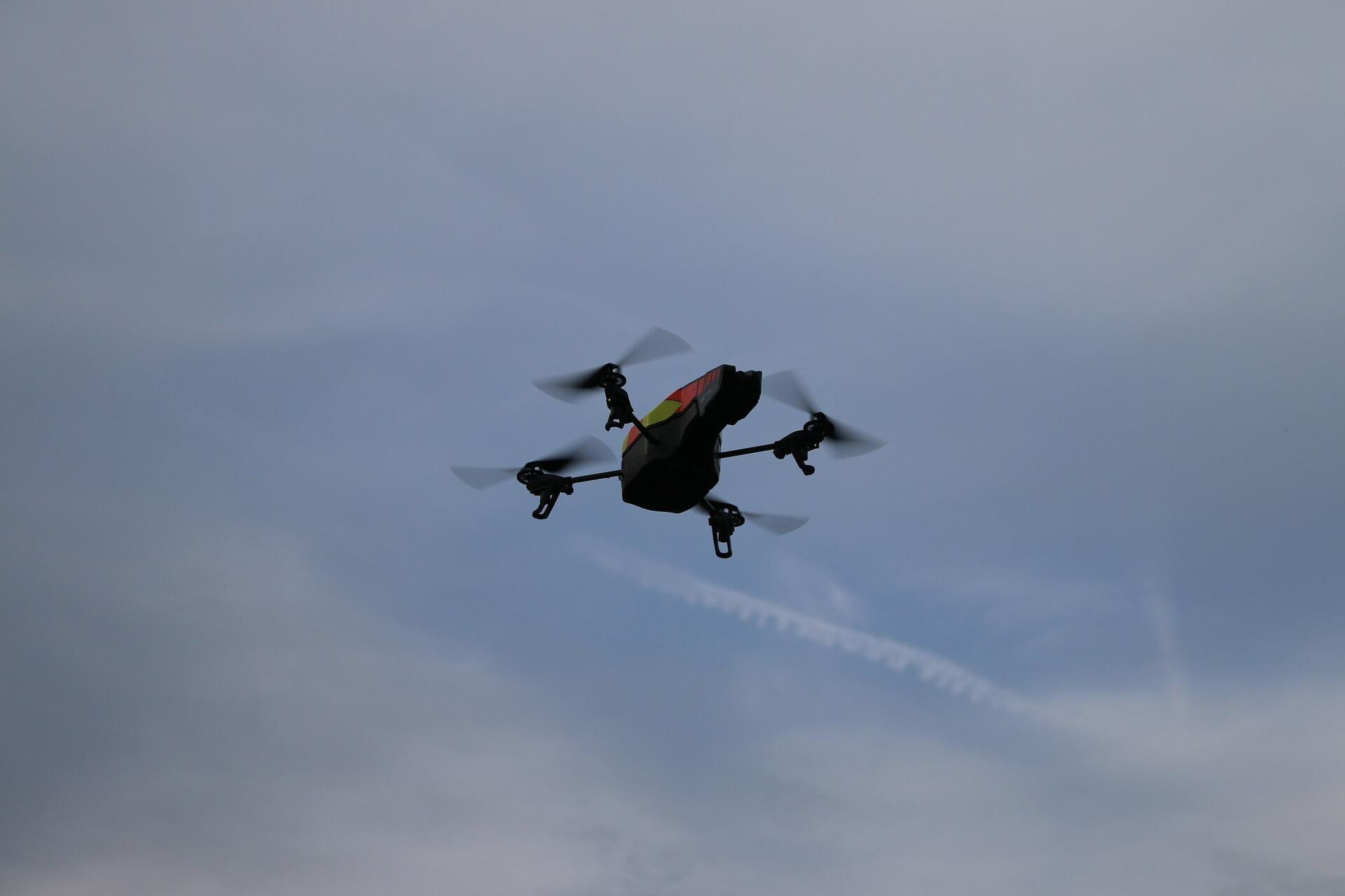drone-980473_1920