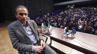 طارق رمضان خلال محاضرة كان ألقاها في مدينة بوردو الفرنسية يوم 26-03-2016
