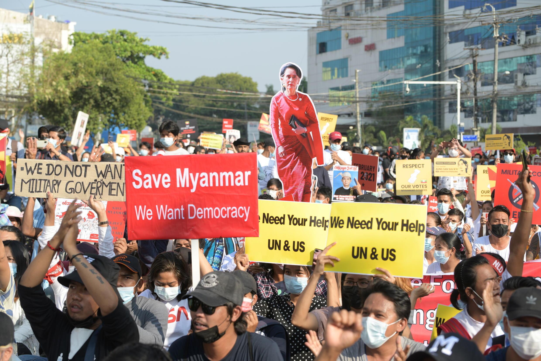 2021-02-15T105851Z_1894829624_RC2YSL9VOVJI_RTRMADP_3_MYANMAR-POLITICS