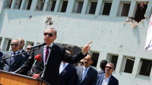 أردوغان يتهم جنرالا امريكيا بالانحياز للانقلابيين من مركز تدريب تعرض للقصف أثناء الانقلاب