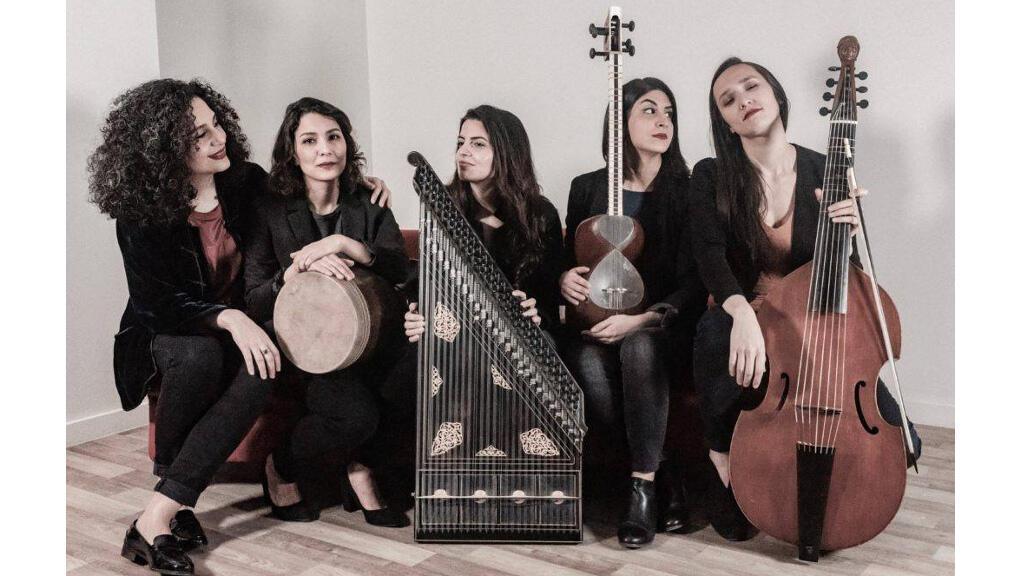 """مشروغ """"أتين"""" من اليمين: ماري-سوزان، سوغول، كريستين، ساغار وعايدة"""