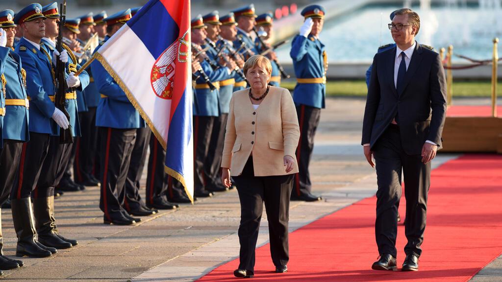 ميركل خلال زيارتها لصربيا