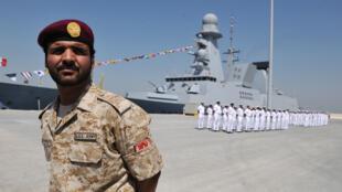 سفينة عسكرية فرنسية في مدينة أبوظبي الإماراتية