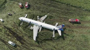 الطائرة الروسية التي هبطت اضطراريا في حقل ذرة