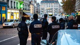 رجال شرطة في فرنسا-