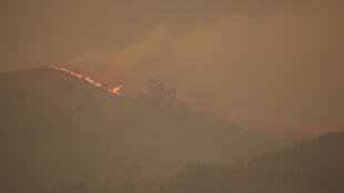 الحرائق في استراليا والدخان يغطي المكان