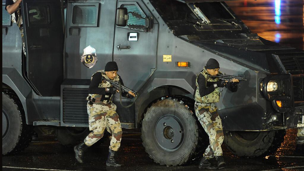 وحدات من قوات النخبة في الشرطة السعودية خلال عرض في مكة في تشرين الأول 2013