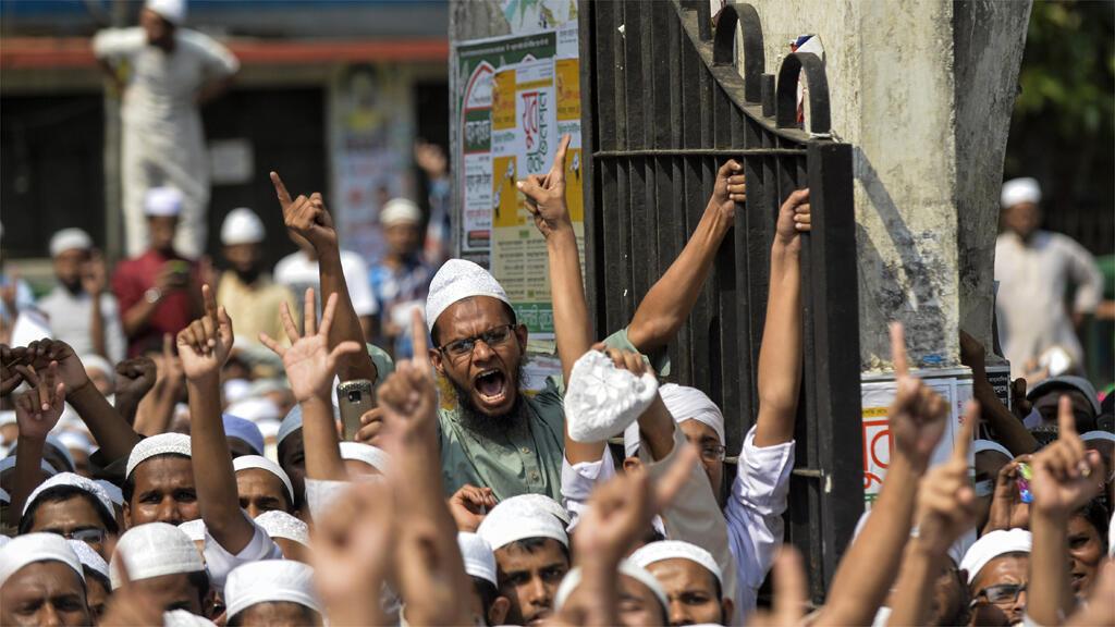إسلاميون يتظاهرون أمام أحد مساجد دكا 25 آذار/مارس 2016