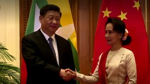 سان سو تشي رفقة الرئيس الصيني
