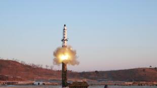تجربة كوريا الشمالية لصاروخ بالستي - صورة رمزية