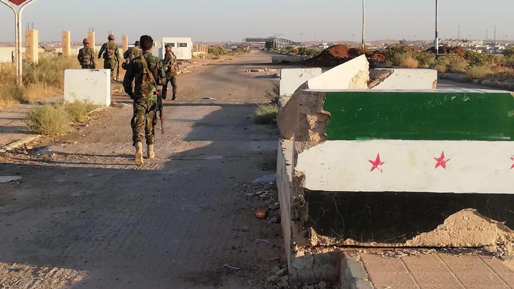 قوات الرئيس السوري بشار الأسد في معبر نسيب الحدودي مع الأردن في درعا