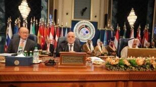 رئيس الوزراء العراقي حيدر العبادي في مؤتمر إعادة اعمار العراق في الكويت/ رويترز 14 فبراير- شباط 2018